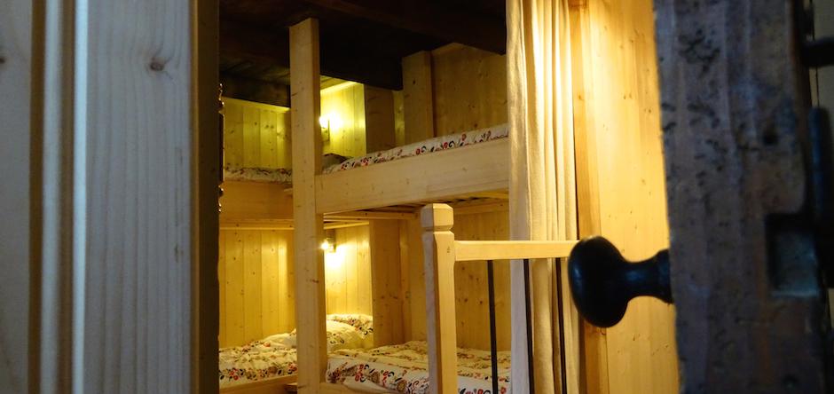 Ambiance refuge confort dans le chalet, 6 places en lits superposés et 6 places en lits doubles